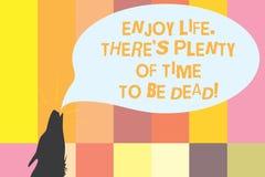 Wortschreibenstext genießen Leben dort S ist das viel Zeit, zum tot zu sein Geschäftskonzept für ist glücklich, während Sie leben lizenzfreie abbildung