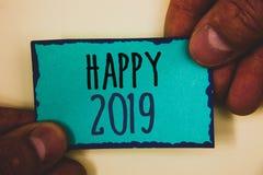 Wortschreibenstext glückliches 2019 Geschäftskonzept für Motiv-MessageMan Griff neues Jahr-Feier-Beifall Congrats, der turqu hält Lizenzfreie Stockfotografie