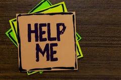 Wortschreibenstext helfen mir Geschäftskonzept für das Bitten jemand, Sie zu unterstützen schreiend nach ihm Teamwork-freiwillige lizenzfreies stockbild