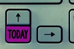 Wortschreibenstext heute Geschäftskonzept während dieser anwesenden Tagaktuellen periode der Zeit auf Kalender nahe bei yesturday lizenzfreie stockfotografie