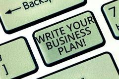 Wortschreibenstext Ihren Unternehmensplan schreiben Geschäftskonzept, damit Establish Schritte Firmenziele Tastatur vollenden stockfotos