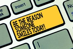 Wortschreibenstext ist der Grund, den jemand heute lächelt Geschäftskonzept für Make glückliches jemand geben irgendeine Freude T stockfotografie
