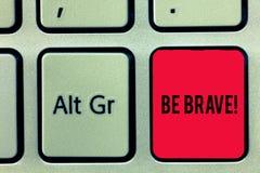 Wortschreibenstext ist tapfer Geschäftskonzept, damit bereites die Gefahr oder Schmerz gegenüberstellt und aushält, die Mut mutig stockfotos