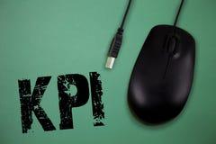 Wortschreibenstext Kpi Geschäftskonzept für Evaluate der Erfolg einer Organisation in einer bestimmten Tätigkeit stockbild