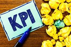 Wortschreibenstext Kpi Geschäftskonzept für Evaluate der Erfolg einer Organisation in einer bestimmten Tätigkeit stockfoto