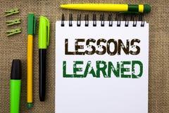 Wortschreibenstext Lektionen gelehrt Geschäftskonzept für Erfahrungen, denen in der Zukunft berücksichtigt werden sollten an gesc stockfotos