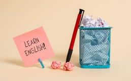 Wortschreibenstext lernen Englisch Geschäftskonzept für Gewinn Wissen in der neuen Sprache durch einfaches Briefpapier der Studie stockfotos