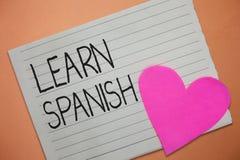 Wortschreibenstext lernen Spanisch Geschäftskonzept für Übersetzungs-Sprache in der Spanien-Vokabular-Dialekt-Rede lizenzfreie stockfotos