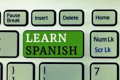 Wortschreibenstext lernen Spanisch Geschäftskonzept für Übersetzungs-Sprache in der Spanien-Vokabular-Dialekt-Rede stockfotos