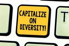 Wortschreibenstext nützen Verschiedenartigkeit aus Geschäftskonzept für das Zusammenbringen von Arbeitskräften mit unterschiedlic lizenzfreie stockfotos
