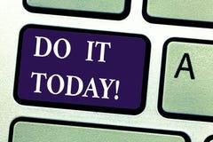 Wortschreibenstext tun es heute Geschäftskonzept für Respond jetzt sofort etwas muss sofort erfolgt sein stockbilder