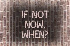 Wortschreibenstext wenn nicht jetzt Whenquestion Geschäftskonzept für Aktions-Fristen-Ziel-Initiativen-Herausforderungs-Backstein stockfotografie
