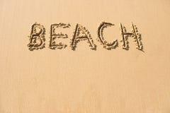Wortstrand geschrieben auf Strand Stockfoto