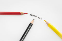 Wortunterschied umgeben durch Bleistifte Stockfotos