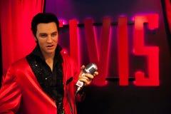 Wosk postać Elvis Presley piosenkarz w Madame Tussauds Nawoskujący muzeum w Amsterdam, holandie zdjęcia stock