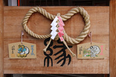 Wotywne plakiety wieszali w podwórzu shintoist świątynia w Kyoto (Japonia) Zdjęcie Royalty Free