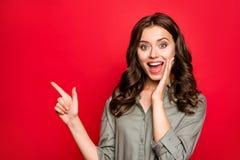 Wow-Promo! Werbung, Rabatt, Verkaufskonzept Schließen Sie herauf portrai lizenzfreie stockfotografie