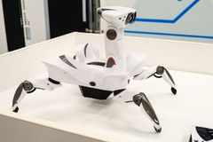 Wowwee Roboquad Brinquedo-como o artrópode do robô-caranguejo com movimentos originais imagens de stock royalty free