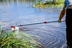 Wp8lywy próbki woda dla laborancki testowanie Pojęcie - analiza wodna czystość, środowisko, ekologia zdjęcia stock