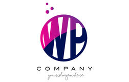 Wp W.P. Circle Letter Logo Design avec Dots Bubbles pourpre Photo stock