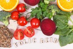 Wpisowy folic kwas z odżywczymi składnikami zawiera witaminę B9, naturalne kopaliny i folic kwas, zdrowy odżywiania conce fotografia stock