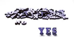 Wpisowy tak i Nie na białym tle, drewniani listy pojęcie wybór, rozwiązania obraz stock
