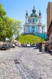 Wprowadzać na rynek na Andriyivskyy spadku i widoku kościół Fotografia Royalty Free