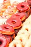 wprowadzać na rynek w mieście na ulicie z donuts Fotografia Royalty Free