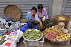 Wprowadzać na rynek w Inle jeziorze, shanu stan, Myanmar Zdjęcie Royalty Free