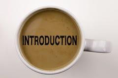 Wprowadzenia Writing tekst w kawie w filiżance Biznesowy pojęcie dla zaczynać jodły doświadczenie na białym tle z kopii przestrze Zdjęcie Royalty Free