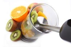 Wręcza blender i świeże owoc Obraz Royalty Free