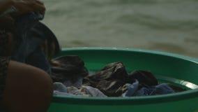 Wręcza domycie odziewa, Moresby wioska, Papua zbiory wideo