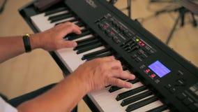 wręcza męski fortepianowy bawić się zdjęcie wideo