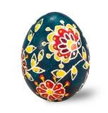 Wręcza malującego Easter jajko odizolowywającego w białym tle z ścinek ścieżką Obrazy Stock