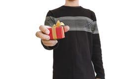 Wręcza mienia daje prezenta pudełku lub otrzymywa, płytka głębia pole, selekcyjna ostrość na prezenta pudełku, odizolowywającym n Zdjęcie Royalty Free