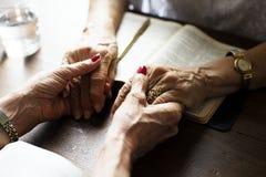 Wręcza modlitewną wiarę w chrześcijaństwo religii zdjęcia royalty free