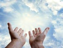 wręcza niebo Zdjęcia Stock