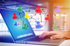 Wręcza patroszoną ogólnospołeczną sieci ikonę iść out komputerowy interfejs Zdjęcie Royalty Free