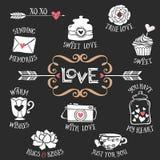 Wręcza patroszone dekoracyjne miłość odznaki z literowanie cukierki rzeczami Zdjęcia Stock