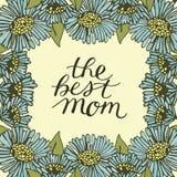 Wręcza pisać list najlepszy mamy robić na kwiecistym tle z błękitnymi kwiatami Obraz Royalty Free
