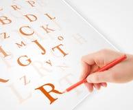 Wręcza pisać różnorodnych listach na białym prostym papierze Fotografia Stock
