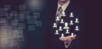 Wręcza przewożenie biznesmena ikony sieć - HR praca zespołowa i przywódctwo pojęcie Zdjęcie Stock