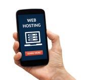 Wręcza trzymać mądrze telefon z web hosting pojęciem na ekranie Obraz Stock