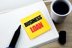 Wręcza writing teksta podpisu inspiraci seansowi Biznesową pożyczkę Biznesowy pojęcie dla Pożyczać finanse kredyt pisać na kleist zdjęcia royalty free