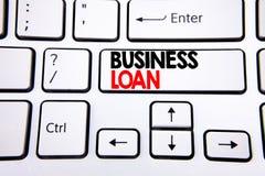 Wręcza writing teksta podpisu inspiraci seansowi Biznesową pożyczkę Biznesowy pojęcie dla Pożyczać finanse kredyt pisać na białej fotografia royalty free