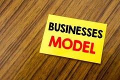 Wręcza writing teksta podpisu inspiraci seansu biznesów modela Biznesowy pojęcie dla projekta Dla biznesu pisać na kleistej notat Zdjęcia Royalty Free