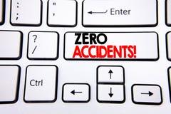 Wręcza writing teksta podpisu inspirację pokazuje Zero wypadki Biznesowy pojęcie dla bezpieczeństwa Przy pracy zagrożeniem pisać  zdjęcie stock