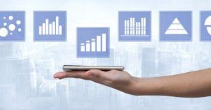 Wręcza mienie pastylki i biznesowej mapy statystyki ikony Obraz Stock