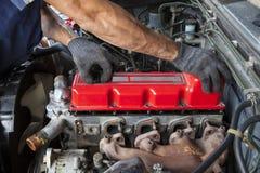 Wręcza naprawy i utrzymania butli silnika diesla lekki wybór Obrazy Royalty Free