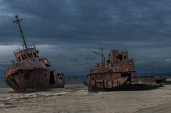 Wrack auf dem Strand von Gili Insel Lizenzfreies Stockfoto